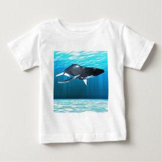 ザトウクジラの水泳 ベビーTシャツ