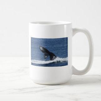 ザトウクジラのflukingマグ コーヒーマグカップ