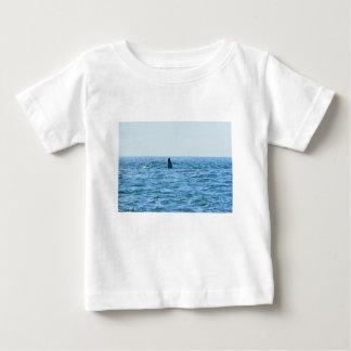 ザトウクジラMACKAYクイーンズランドオーストラリア ベビーTシャツ