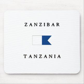 ザンジバルタンザニアのアルファ飛び込みの旗 マウスパッド
