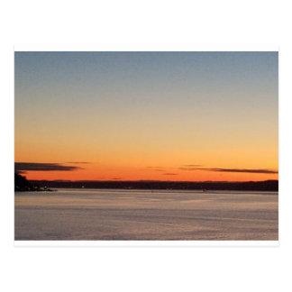 シアトルのオレンジ日没の郵便はがき ポストカード