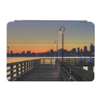 シアトルワシントン州の都心のスカイライン iPad MINIカバー