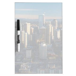 シアトル都市スカイラインの空中写真 ホワイトボード