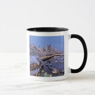 シアトル、ワシントン州の鐘港の薄暗がり マグカップ