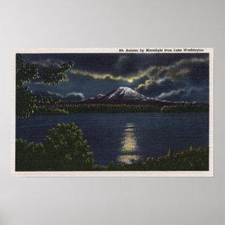 シアトル、ワシントン州- Mt.の月明りの眺め ポスター