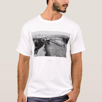 シアトル、WABallardは船舶用運河の写真を締めます Tシャツ