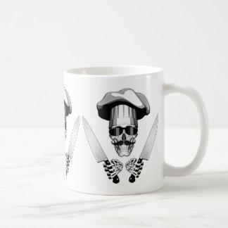 シェフのナイフが付いているシェフのスカル コーヒーマグカップ