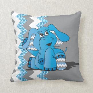 シェブロンおもしろいで青い間抜けな象は枕をからかいます クッション