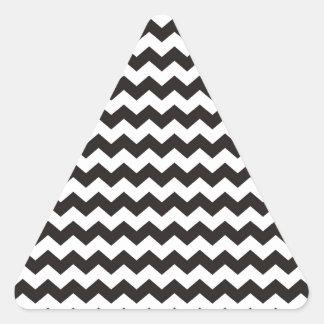 シェブロンのアステカな白黒ジグザグ形は縞で飾ります 三角形シール