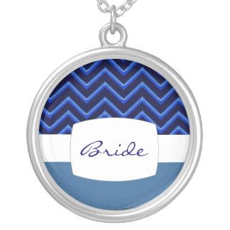 シェブロンのカスタマイズ可能なネオンか青(結婚式) シルバープレートネックレス