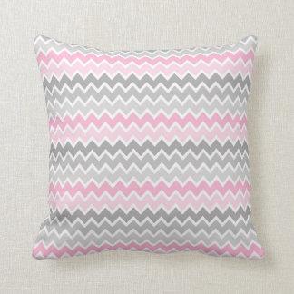 シェブロンのピンクの灰色の灰色のグラデーションな枕 クッション
