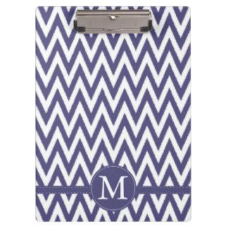 シェブロンの紫色の白いモノグラム クリップボード