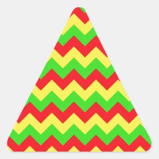 シェブロンの赤く、黄色、緑のデザイン 三角形シール