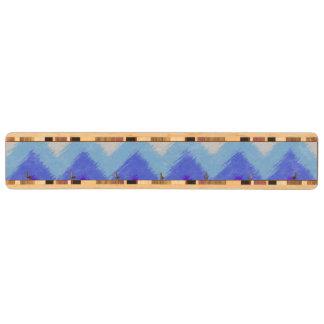シェブロンガーリーで青および白いボヘミアのパターン キーラック