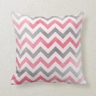 シェブロンパターンピンクおよび灰色のジグザグ形の枕 クッション