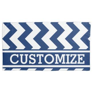 シェブロン名前入りで青および白いパターン 枕カバー