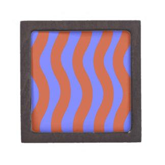 シエナ土および青い波状は縞で飾ります ギフトボックス