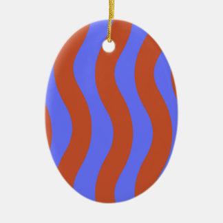 シエナ土および青い波状は縞で飾ります セラミックオーナメント