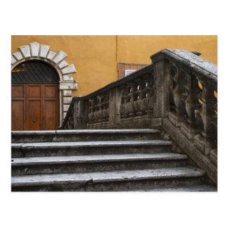シエナ土、タスカニー、イタリア-低い角度眺めの ポストカード