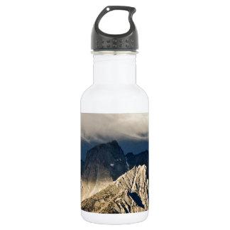シエラネバダ山脈の景色上の劇的な雲 ウォーターボトル
