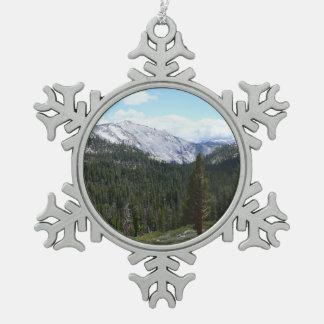 シエラネバダ山脈山ヨセミテからのII スノーフレークピューターオーナメント