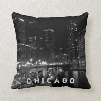 シカゴ夜眺めの黒及び白 クッション