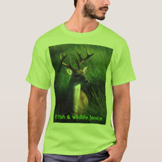 シカ/白によって後につかれる木びき台 Tシャツ