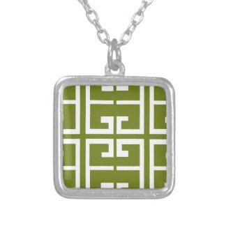 シダの緑および白いタイル シルバープレートネックレス