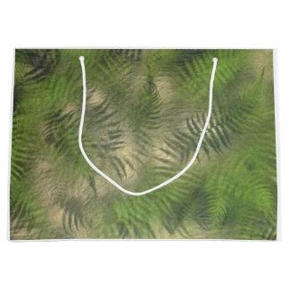 シダの葉の自然パターンカッコいいのギフトバッグ ラージペーパーバッグ