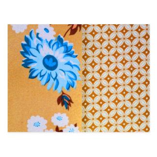 シックでガーリーなブラウンの花のクローバーパターン ポストカード