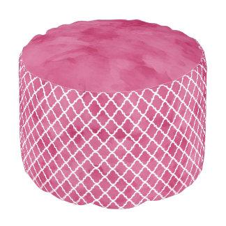 シックで暗いピンクの水彩画のスタイルのクローバーパターン プーフ