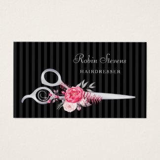 シックなピンクの花の美容院の模造のな銀製のはさみ 名刺