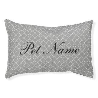 シックなペットネームの灰色のクローバーパターン犬のベッド