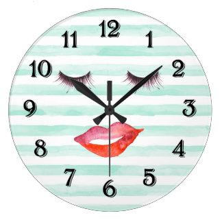 シックなミントおよび白のストライプの唇およびまつげ ラージ壁時計