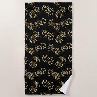 シックな黒および金ゴールドのパイナップル ビーチタオル