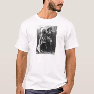 シッティングブルおよび1885年からのバッファローのビルのポートレート Tシャツ