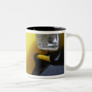 シトロエン古く黒くおよび黄色の2CV 2 CVの詳細 ツートーンマグカップ