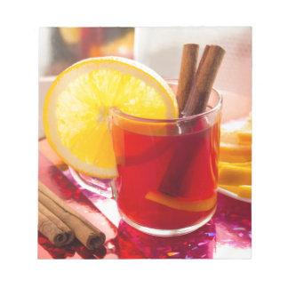 シナモンおよびオレンジが付いているフルーツの柑橘類の茶 ノートパッド