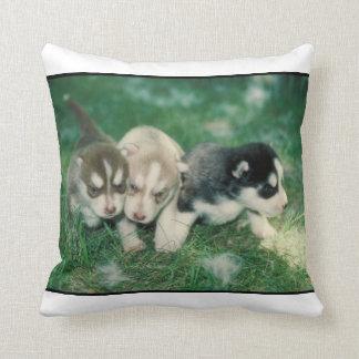 シベリアンハスキーの子犬のMoJoの枕 クッション