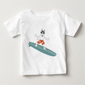 シベリアンハスキーのLongboardのサーファー ベビーTシャツ