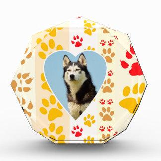 シベリアンハスキー犬のハートの足のプリント 表彰盾