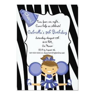 シマウマのストライプので青いチアリーダーの誕生日の招待 カード