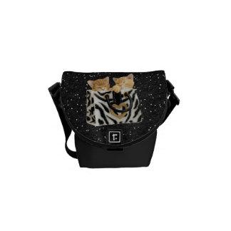 シマウマのハンドバッグのグリッターのメッセンジャーバッグの子ネコ メッセンジャーバッグ