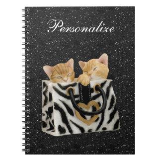 シマウマのハンドバッグの黒のグリッターのノートの子ネコ ノートブック