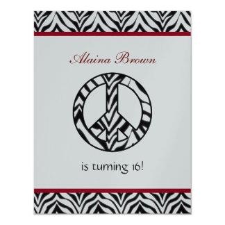 シマウマのプリントのピースサインの誕生日のパーティの招待状 カード