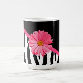 シマウマパターンガーリーなピンクのデイジー コーヒーマグカップ
