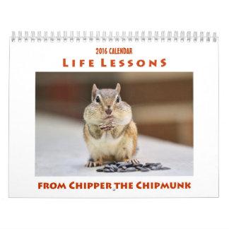 シマリスがカレンダーに記録する砕木機からの生命レッスン カレンダー