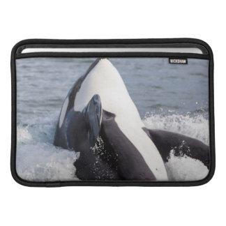 シャチのクジラの破ること MacBook スリーブ