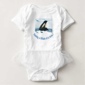 シャチのクジラのSpyhopの青 ベビーボディスーツ