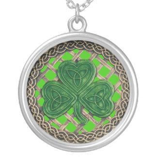 シャムロックおよびケルト結び目模様のネックレスの緑 シルバープレートネックレス